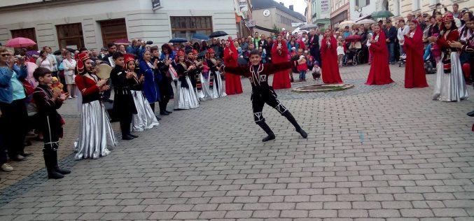 გურჯაანის ფესტივალში მონაწილეობა სხვადასხვა ასაკის 200-მდე ახალგაზრდამ მიიღო.