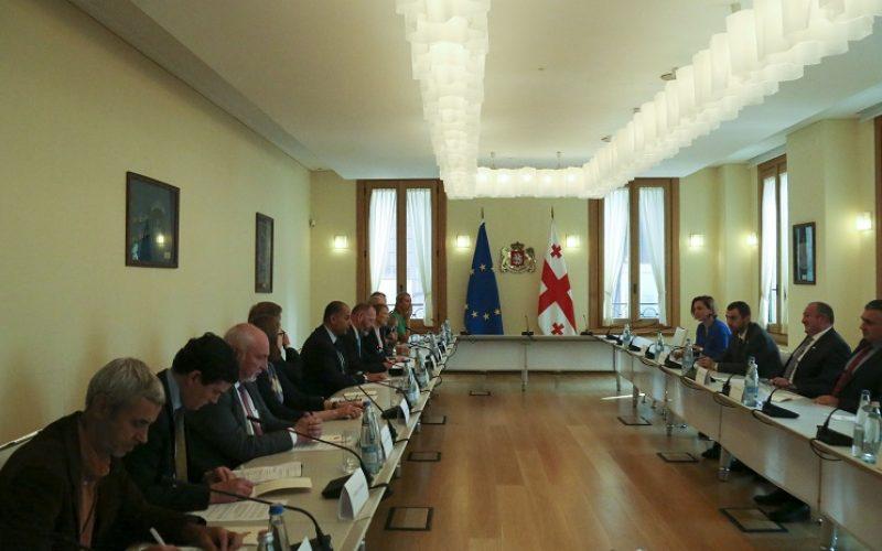 მარგველაშვილმა ევროკავშირ-საქართველოს საპარლამენტო ასოცირების კომიტეტის წარმომადგენლებს საკონსტიტუციო ცვლილებების ოპოზიციასთან შეთანხმებული დოკუმენტი წარუდგინა