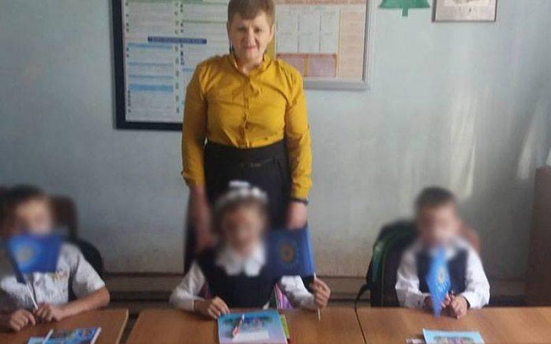 """შუახევის სკოლის პედაგოგი, რომელსაც სკოლის მოსწავლეებთან ერთად სურათი """"ქართული ოცნების"""" პარტიული დროშებით აქვს გადაღებული,  საყვედურს მიიღებს"""