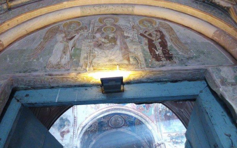 გელათის მონასტრის მთავარი ტაძრის აფსიდის ფრესკასთან არსებული განათება მოიხსნა