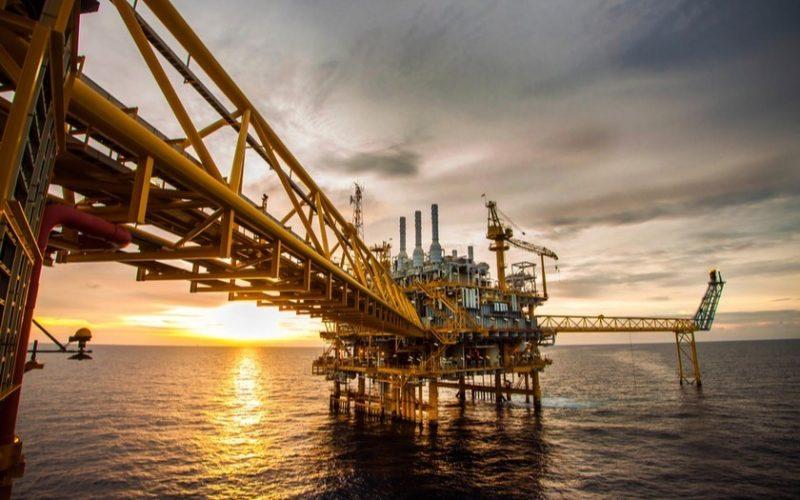 მსოფლიოს წამყვან ლონდონისა და ნიუ-იორკის სანავთობო ბირჟებზე ნავთობის ფასი შემცირდა.