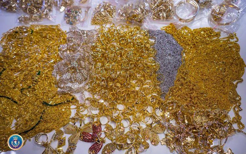 """""""სარფზე"""", ავტობუსში დამალული 2 მილიონი ლარის ღირებულების 36 კილო ოქრო აღმოაჩინეს (ფოტოკოლაჟი)"""