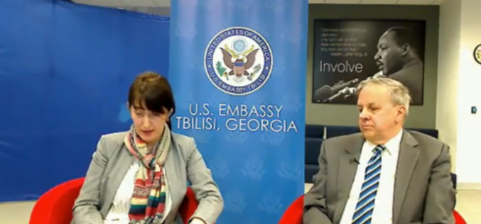 """საქართველოში აშშ-ის ელჩმა, იან კელიმ სოციალურ ქსელ """"ფეისბუქის"""" მომხმარებლების შეკითხვებს უპასუხა."""