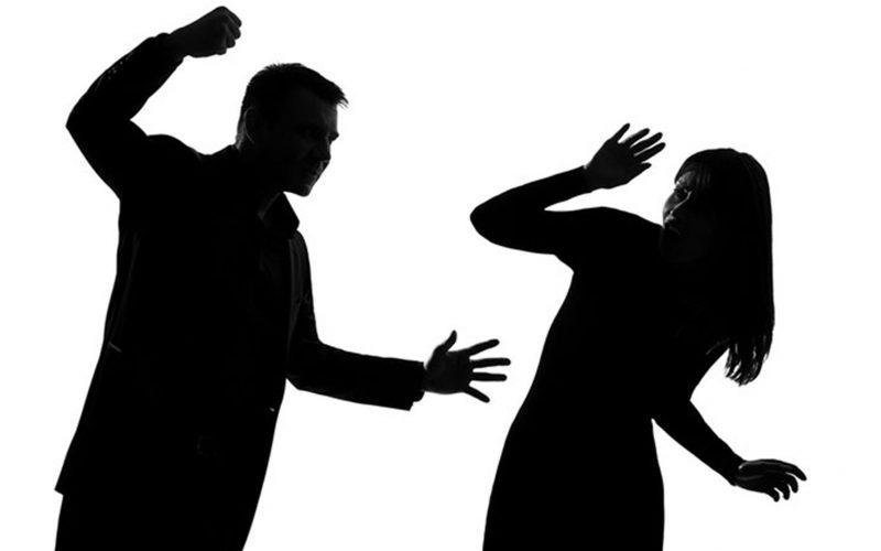 თბილისის საქალაქო სასამართლომ სრულად გაიზიარა ბრალდების მხარის მიერ წარდგენილი მტკიცებულებები და ოჯახში ძალადობისთვის ბრალდებული ე.ნ. დამნაშავედ სცნო