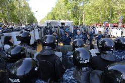 სამართალდამცველებმა ერევანში საპროტესტო აქციის 16 მონაწილე დააკავეს.