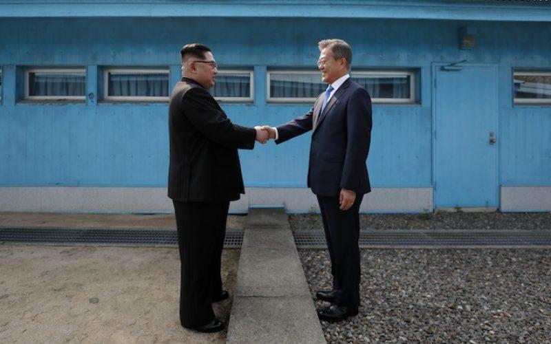 ჩრდილოეთ კორეის ლიდერი, კიმ ჩენ ინი და სამხრეთ კორეის პრეზიდენტი, მუნ ჯაე ინი ერთმანეთს დემილიტარიზებულ ზონაში შეხვდნენ.