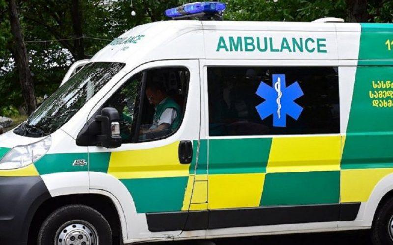 თბილისის სასწრაფო სამედიცინო დახმარების ცენტრის ექიმებმა 18 წლის გოგონა სახლში ამშობიარეს.