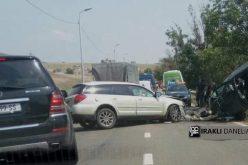თბილისში, ზღვის შემოვლით გზაზე სამი ავტომანქანა ერთმანეთს შეეჯახა.