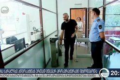 ზაზა სარალიძე თავის ადვოკატ ნესტან ლონდარიძესთან და სახალხო დამველ ნინო ლომჯარიასთან ერთად მთავარ პროკურატურაში მივიდა