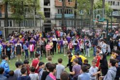 """თბილისში ახალი კამპანია – """"სიცოცხლით სავსე ეზო"""" დაიწყო, რომელიც მოზარდებისთვის კომპიუტერული თამაშების ჯანსაღი, ხალისიანი ეზოს თამაშებით ჩანაცვლებას ისახავს მიზნად"""