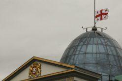 დღეს, სოხუმის დაცემის დღესთან დაკავშირებით, საქართველოს პრეზიდენტის სასახლეზე  სახელმწიფო დროშა დაეშვა