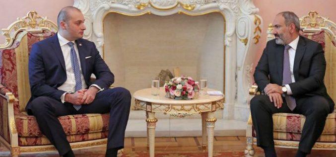 საქართველოს პრემიერ-მინისტრი, მამუკა ბახტაძე სომხეთის რესპუბლიკის პრემიერ-მინისტრს, ნიკოლ ფაშინიანს შეხვდა.