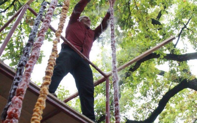 კახეთში, გურჯაანის ღვინის ფესტივალზე გიგანტური ზომის – 4 მეტრიანი ჩურჩხელა ამოავლეს.