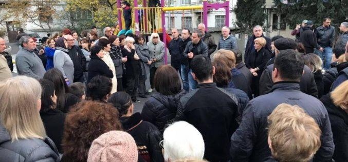 ირაკლი აბუსერიძე საკრებულოს წევრ, ლევან დავითაშვილთან ერთად, ვაზისუბნის მოსახლეობას შეხვდა