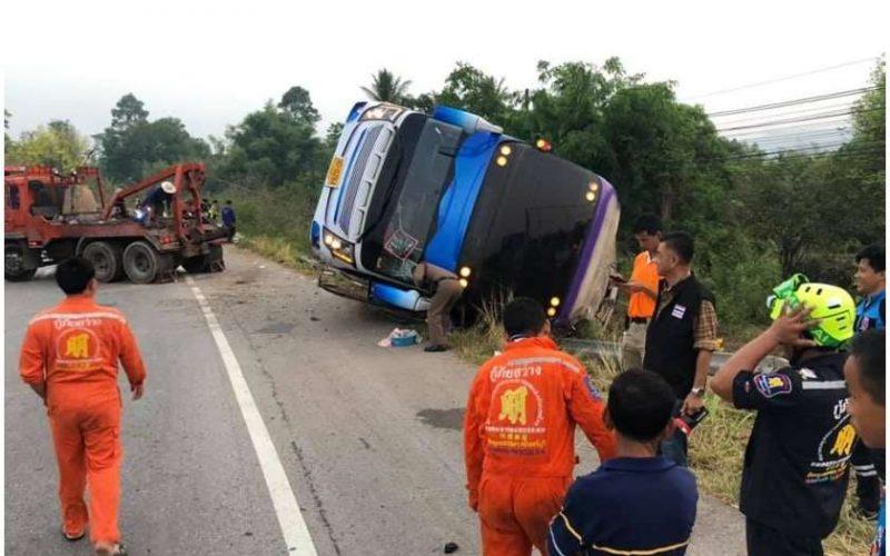 ტაილანდში ავტობუსი, რომელსაც მოსწავლეები და  მასწავლებლები გადაჰყავდა, ავარიაში მოჰყვა