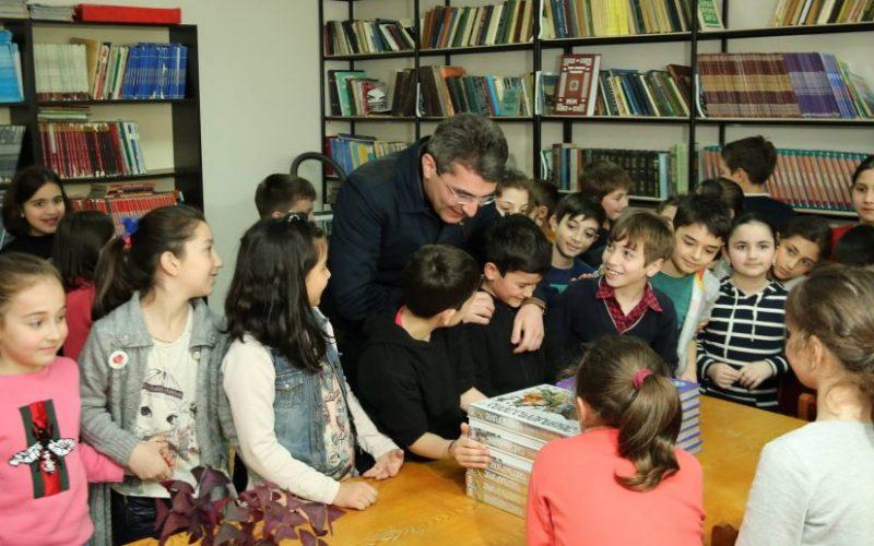 """, საქართველოს პარლამენტის ეროვნული ბიბლიოთეკის ინიციატივით გაიმართა კამპანია """"აჩუქე წიგნი"""", რომელსაც საქართველოს პარლამენტი შეუერთდა."""