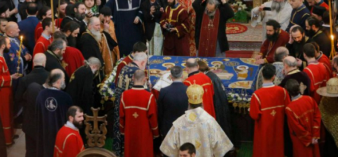 ილია მეორემ სამების საკათედრო ტაძარში გარდამოხსნის ტრადიციული წესი მღვდელმთავრებთან ერთად ჩაატარა