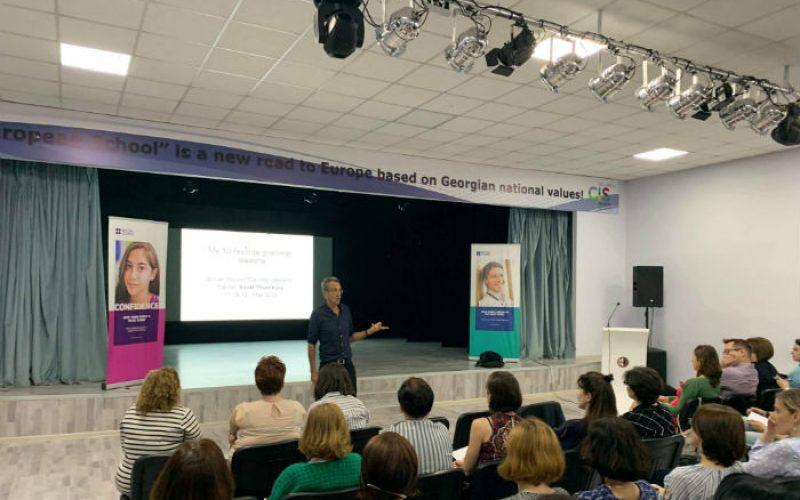 ბრიტანეთის საბჭოს მოწვევით, ინგლისური ენის სწავლების სამყაროში საყოველთაოდ ცნობილი ექსპერტი – სკოტ თორნბერი პედაგოგებისთვის ტრენინგებს ატარებს