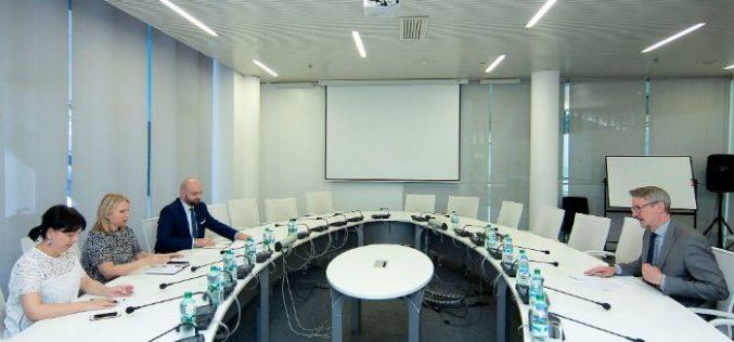 ეკონომიკისა და მდგრადი განვითარების მინისტრი, ნათია თურნავა ევროკავშირის ელჩს საქართველოში, კარლ ჰარცელს შეხვდა.