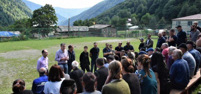 გარემოს დაცვისა და სოფლის მეურნეობის მინისტრი, პრემიერის მრჩეველთან ერთად, მესტიის სოფლების მოსახლეობას შეხვდა