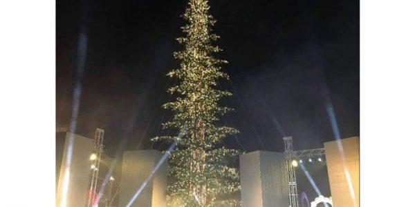 მთავარი საახალწლო ნაძვის ხე პირველი რესპუბლიკის მოედანზე გუშინ საზეიმოდ აინთო.