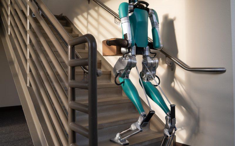 უთავო რობოტი, რომელსაც კიბეზე ასვლა და ტვირთის გადაზიდვა შეუძლია, 250 000 $ ღირს