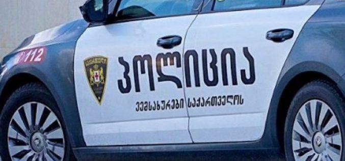 პოლიციამ თაღლითობის ბრალდებით დედა-შვილი დააკავა